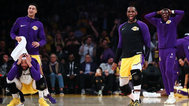 lakers-bench-laughing