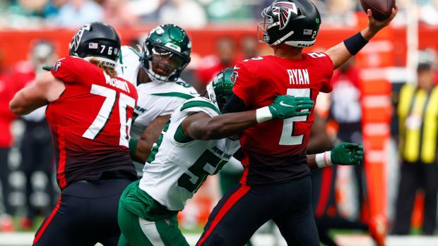 Jets LB Quincy Williams hits Falcons QB Matt Ryan