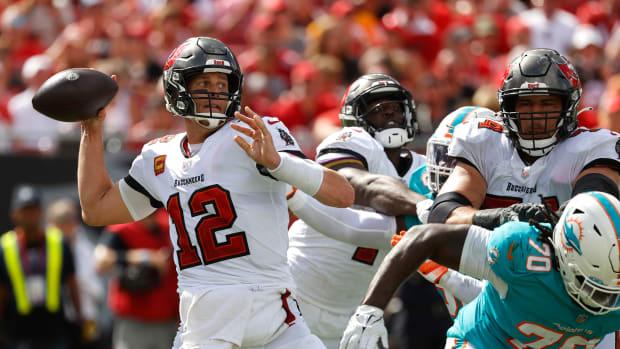 Tom Brady throwing against Miami.