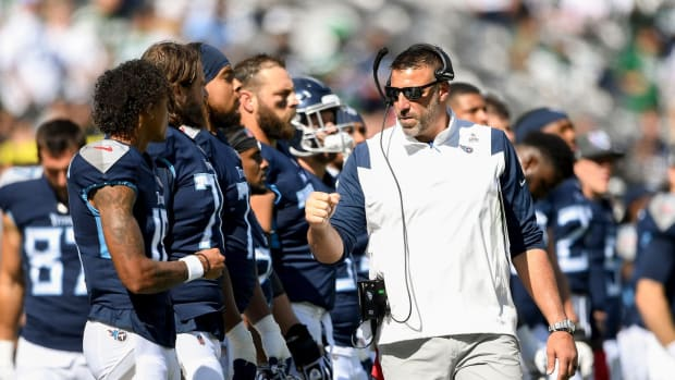 Tennessee Titans coach Mike Vrabel and his players get ready to play the New York Jets earlier this month.