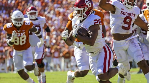 Oct 9, 2021; Dallas, Texas, USA; Oklahoma Sooners running back Kennedy Brooks (26) runs for a touchdown during the fourth quarter against the Texas Longhorns at the Cotton Bowl. Mandatory Credit: Kevin Jairaj-USA TODAY Sports