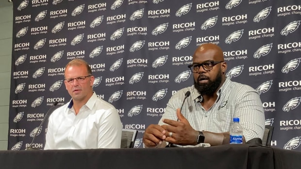Bookend Eagles tackles Jon Runyan (left) and Tra Thomas go into team's Hall of Fame together
