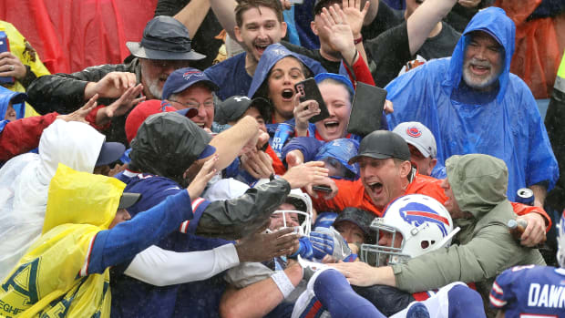 Bills tight end Dawson Knox leaps into the stands to celebrate his second touchdown catch as Buffalo beat Houston 40-0. Jg 100321 Bills