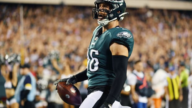 Oct 14, 2021; Philadelphia, Pennsylvania, USA; Philadelphia Eagles tight end Zach Ertz (86) celebrates his touchdown against the Tampa Bay Buccaneers during the first quarter at Lincoln Financial Field. Mandatory Credit: Eric Hartline-USA TODAY Sports