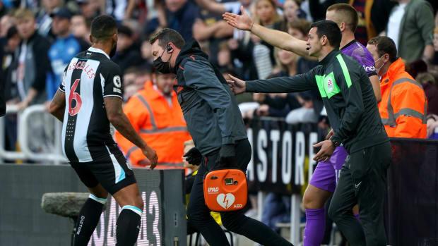 Newcastle's team doctor runs on the field vs. Spurs.