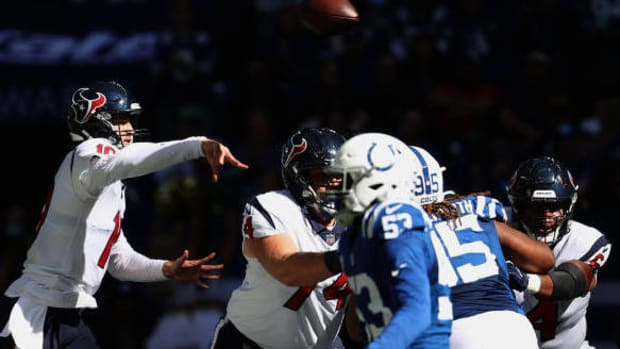 INDIANAPOLIS, INDIANA - OCTOBER 17: Davis Mills #10 of the Houston Texans throws a pass against the Indianapolis Colts in the first half at Lucas Oil Stadium on October 17, 2021 in Indianapolis, Indiana. (Photo by Andy Lyons/Getty Images)