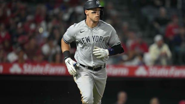 Yankees RF Aaron Judge runs to first base