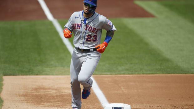 Mets second baseman Javier Baez hits home run