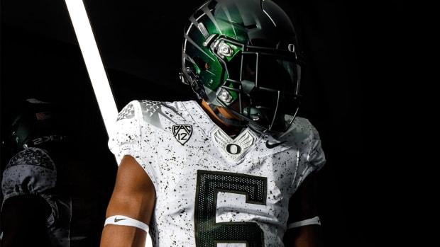 Oregon Week 8 Uniform vs UCLA crop