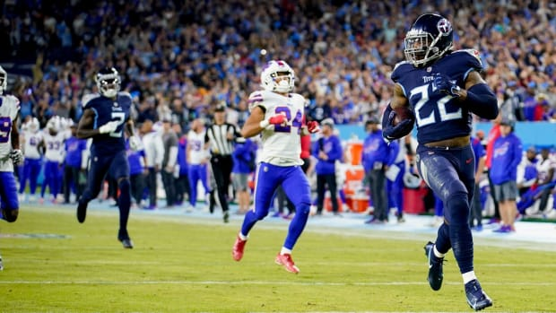 Tennessee Titans running back Derrick Henry (22) runs for a 76-yard touch down against the Bills at Nissan Stadium Monday, Oct. 18, 2021 in Nashville, Tenn.