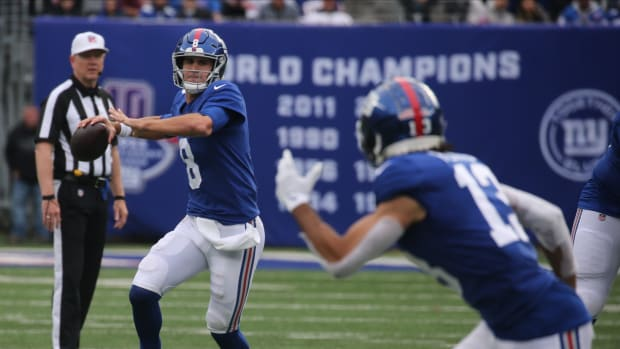 Giants quarterback Daniel Jones passes to Dante Pettis of the Giants in the second half as the Carolina Panthers faced the New York Giants at MetLife Stadium in East Rutherford, NJ on October 24, 2021.