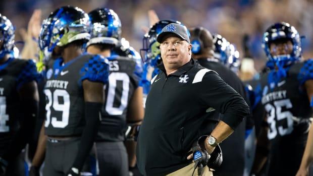 Mark Stoops coaching Kentucky.
