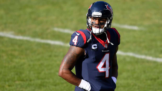 Deshaun Watson walks off the field during a 2020 game against the Bears
