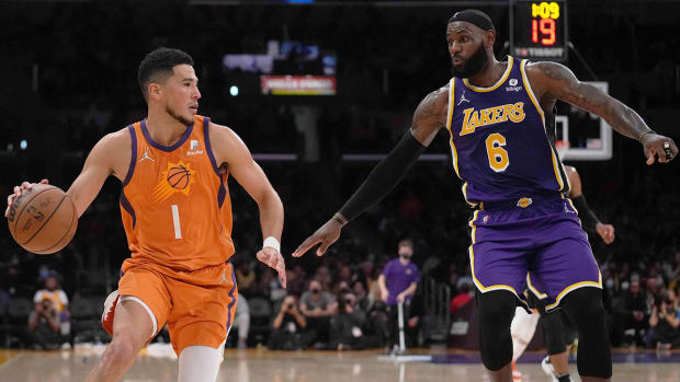 LeBron James's defense has been lacking early on in the Lakers' 2021-22 season.