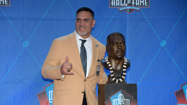 Aug 3, 2019; Canton, OH, USA; Kevin Mawae poses with bust during the Pro Football Hall of Fame Enshrinement at Tom Benson Hall of Fame Stadium. Mandatory Credit: Kirby Lee-USA TODAY Sports