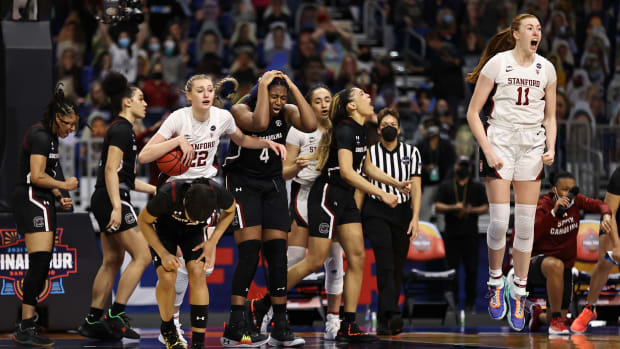 Stanford defeats South Carolina to advance to the women's basketball national championship game