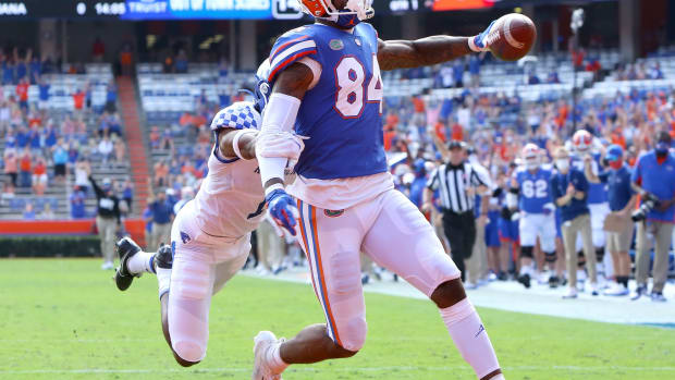Florida Gators tight end Kyle Pitts (84) scores a touchdown during a football game against the Kentucky Wildcats at Ben Hill Griffin Stadium in Gainesville, Fla. Nov. 28, 2020.
