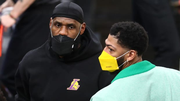 Lakers stars LeBron James and Anthony Davis sidelined