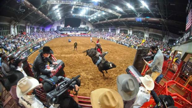 professional_bull_riders_01