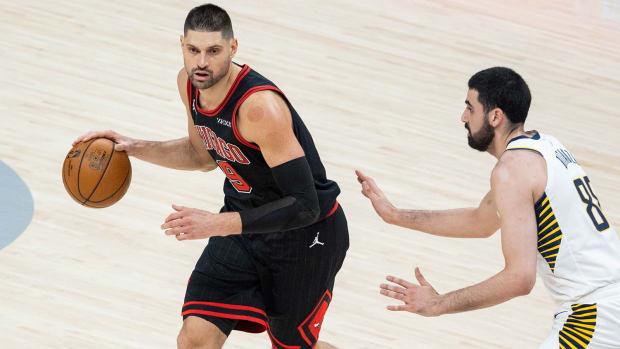 Bulls' Nikola Vučević against Pacers' Goga Bitadze