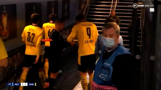Referee asks Erling Haaland for autograph after game
