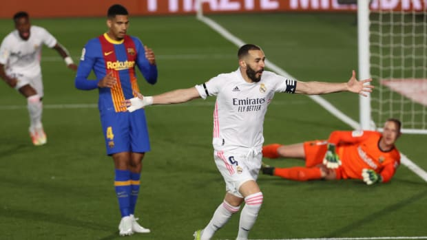 Karim Benzema scores vs. Barca