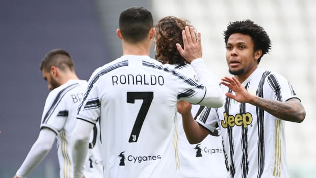 Weston McKennie with Cristiano Ronaldo