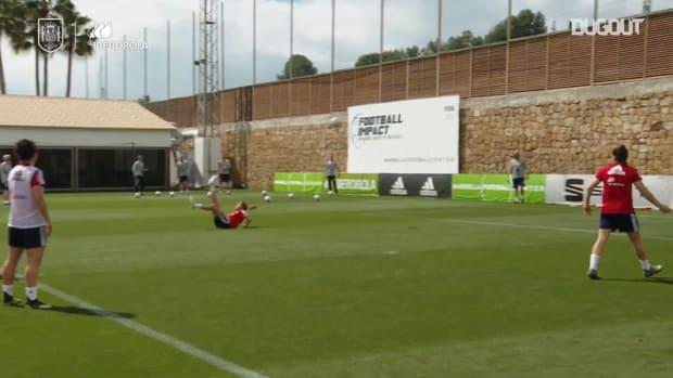 Patri Guijarro's bicycle kick goal in Spain training