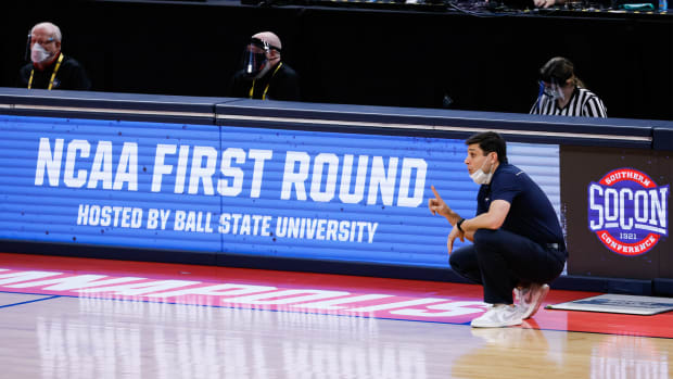 UNC Greensboro head coach Wes Miller speaks with players on the court during their game against Florida State in the first round of the 2021 NCAA Tournament on Saturday, March 20, 2021, at Bankers Life Fieldhouse in Indianapolis, Ind.