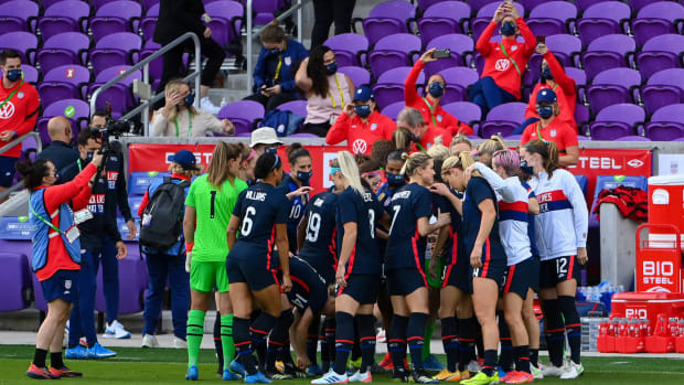 Orlando, Florida, Feb 21st 2021: Team United States huddle prior to the SheBelieves Cup International Womens match between United States and Brazil at Exploria Stadium in Orlando, Florida.