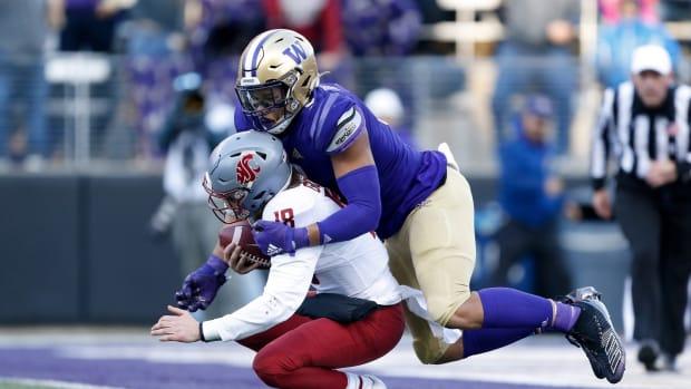 Washington Huskies linebacker Joe Tryon (9) sacks Washington State Cougars quarterback Anthony Gordon (18) during the second quarter at Husky Stadium.