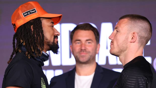 Demetrius Andrade will defend his middleweight title against Liam Williams on Saturday, April 17, 2021.