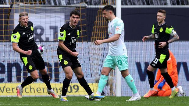 Gio Reyna scores for Dortmund