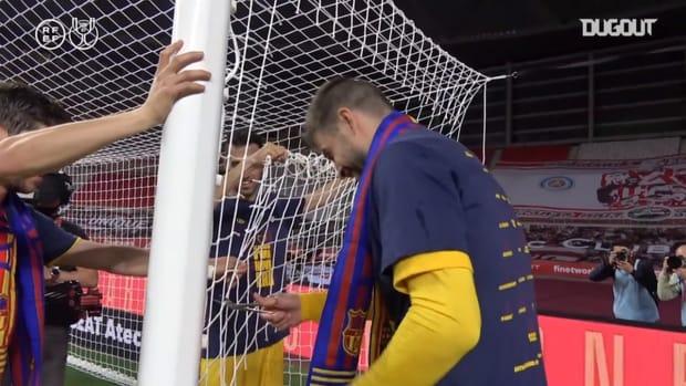 Piqué takes net as souvenir after Copa del Rey Final