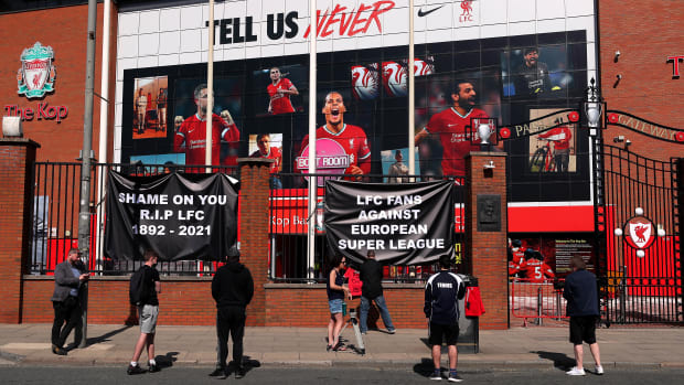 Fan protests to Super League outside Anfield