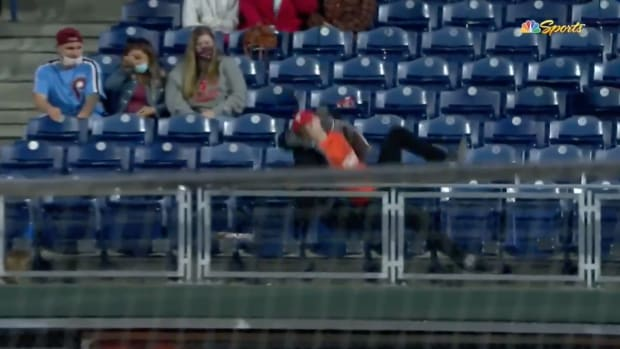 Screenshot from video of Zack Hample falling in Philadelphia