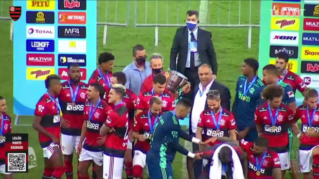 Flamengo celebrate with Guanabara Cup trophy