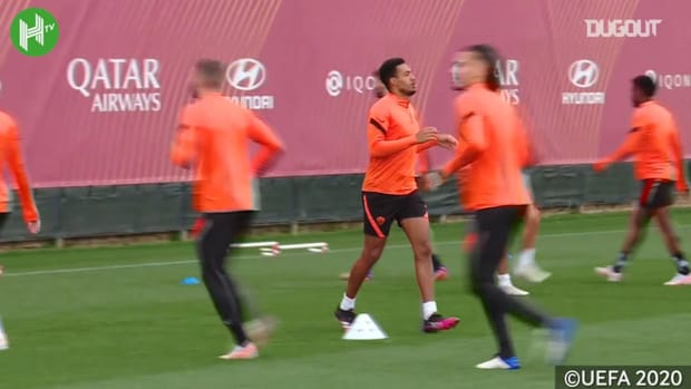 Roma train before taking on Manchester United