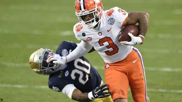Clemson Tigers wide receiver Amari Rodgers (3) with the ball as Notre Dame Fighting Irish safety Shaun Crawford (20) defends in the second quarter at Bank of America Stadium.