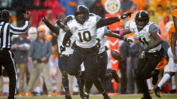 Vanderbilt defensive lineman Dayo Odeyingbo (10) reacts after a play during a game between Tennessee and Vanderbilt at Neyland Stadium in Knoxville, Tenn. on Saturday, Nov. 30, 2019. Utvs Vandy1130
