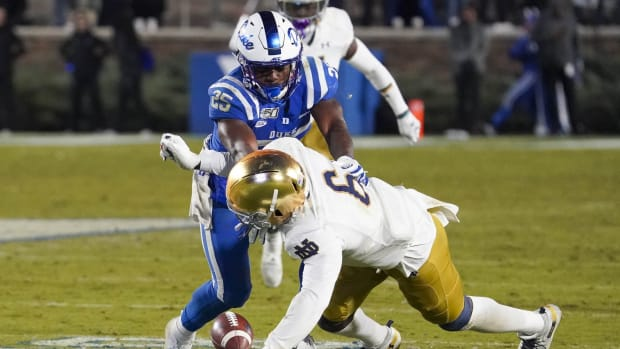 Nov 9, 2019; Durham, NC, USA; Notre Dame Fighting Irish linebacker Jeremiah Owusu-Koramoah (6) tries to recover a fumble by Duke Blue Devils running back Deon Jackson (25) in the second half at Wallace Wade Stadium. Mandatory Credit: James Guillory-USA TODAY Sports