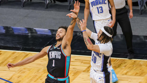 Cole Anthony hits a game-winning three-pointer over Kyle Anderson.