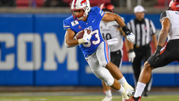 Oct 24, 2020; Dallas, Texas, USA; Southern Methodist Mustangs tight end Kylen Granson (83) makes a reception against Cincinnati Bearcats during the second half at Gerald J. Ford Stadium. Mandatory Credit: Tim Flores-USA TODAY Sports