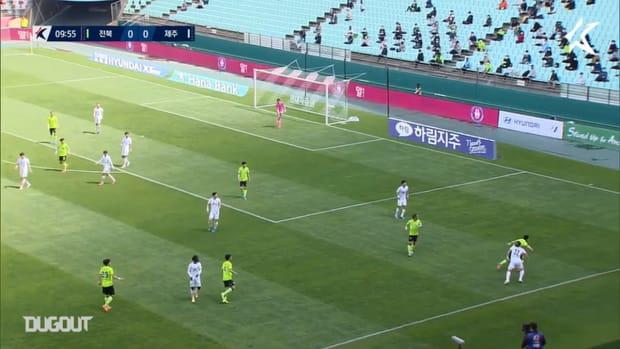 Jeonbuk 1-1 Jeju: Iljutcenko rescues point