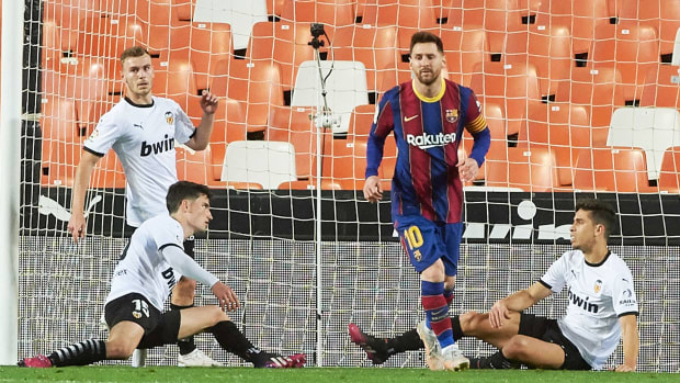 Lionel Messi scores for Barcelona vs Valencia