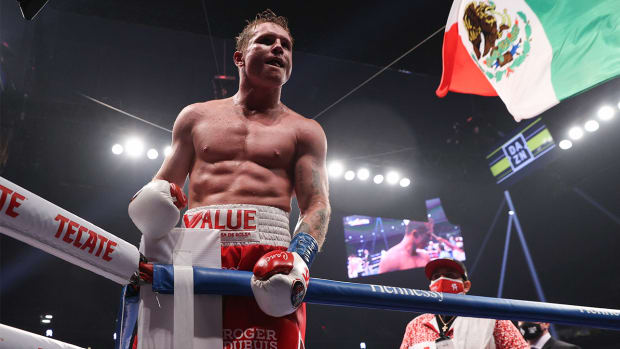 Canelo Álvarez looks to continue his undefeated streak against Billy Joe Saunders.