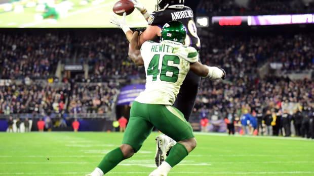 Jets LB Neville Hewitt defending pass