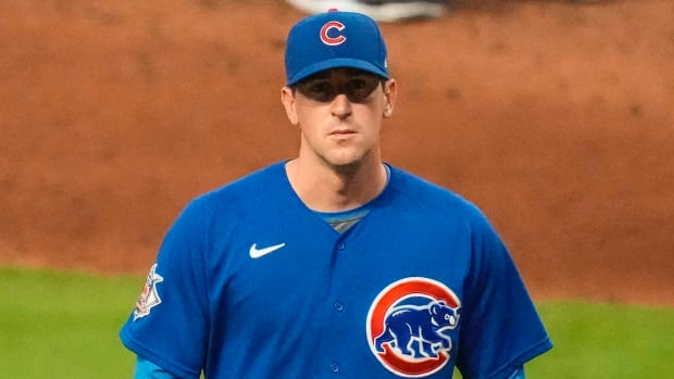 Kyle Hendricks walks off the field after being removed from the game.