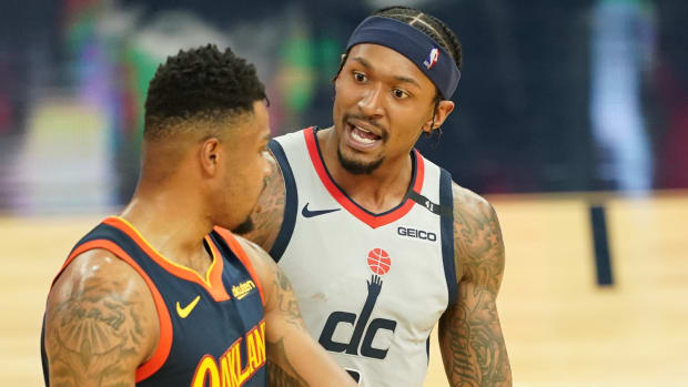Bradley Beal and Kent Bazemore talk on the court