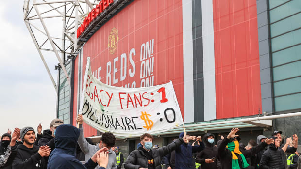Man-United-Fans-Protest-Liverpool